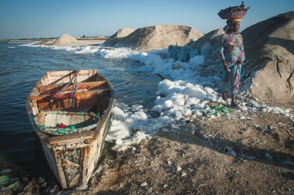 Severně od Dakaru se těží sůl z jezera